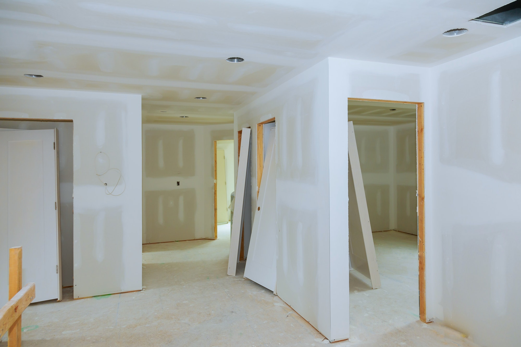 Renovación del hogar de nueva construcción de sala interior con paneles de yeso, pladur